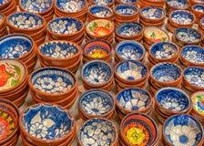 Decorou tradicionalmente pratos portugueses da terracota, Portugal foto de stock