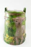 Decoupage adornó el tarro animal del modelo en el fondo blanco Fotos de archivo libres de regalías