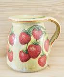 Decoupage adornó la jarra del modelo de la fresa Imagenes de archivo