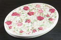 Decoupage adornó la placa del modelo de las rosas Foto de archivo libre de regalías
