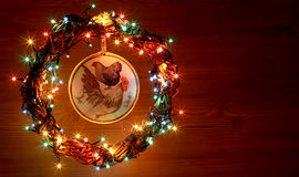 Decoupage hecho a mano de los gallos del arte del vintage Tarjeta de la plantilla del día de fiesta de la Feliz Año Nuevo y de la Fotos de archivo libres de regalías