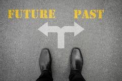 Decyzja robić przy przecinającą drogą - przyszłość lub past Obraz Royalty Free