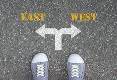 Decyzja robić przy rozdrożem - wschód lub zachodni Obraz Stock