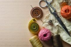 Dedal de las agujas de los botones y otros artículos para coser Fotografía de archivo
