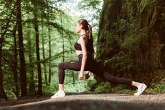 Dedicado à aptidão Conceito saudável do estilo de vida Esporte e forma do sportswear Sucesso do esporte Mulher da aptidão com bom fotografia de stock