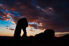 Dedichi il tramonto dell'arco in arché il parco nazionale, Utah immagine stock