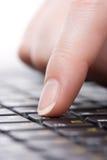 Dedo en el teclado Fotos de archivo libres de regalías
