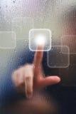 Dedo en gota del vidrio y del agua Fotos de archivo libres de regalías