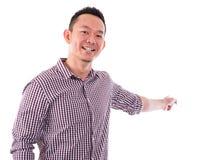 Dedo masculino asiático que aponta algo Imagem de Stock