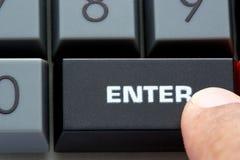 Dedo no teclado preto Imagem de Stock