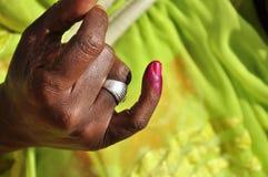 Dedo Senegal marcado 2012 elecciones presidenciales Foto de archivo libre de regalías