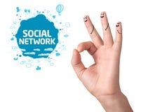 Dedos aceptables felices con la muestra y los iconos sociales de la red Fotografía de archivo libre de regalías