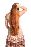 Dedos corrientes de la mujer a través del pelo Fotografía de archivo libre de regalías
