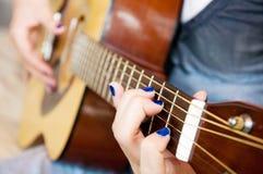 Dedos de la guitarra Fotos de archivo libres de regalías