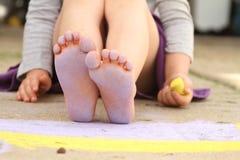 Dedos del pie púrpuras imagen de archivo libre de regalías