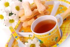 Dedos del té y de la esponja para el niño Foto de archivo