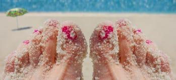 Dedos do pé de Sandy fotografia de stock royalty free
