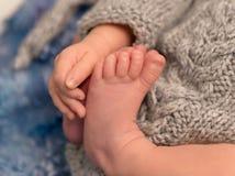 Dedos do pé pequenos e dedos de uma criança, close up Imagem de Stock Royalty Free