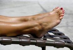 Dedos do pé Tanning Fotografia de Stock Royalty Free