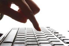 Dedos en el teclado Fotografía de archivo libre de regalías