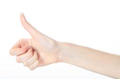 Dedos fêmeas bonitos que mostram os polegares acima Fotos de Stock Royalty Free