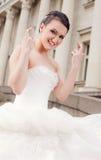 Dedos felices de la novia cruzados Fotografía de archivo libre de regalías