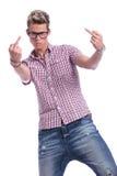 Dedos médios do homem ocasional Fotografia de Stock