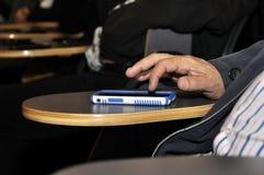 Dedos no Smart-telefone Fotografia de Stock Royalty Free