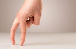 Dedos que recorren Imagen de archivo libre de regalías