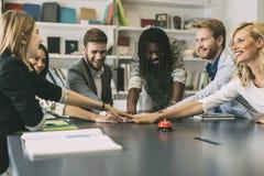 Dedykaci i pracy zespołowej prowadzenie sukces zdjęcia stock