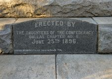 Dedykacja kamień Konfederacyjny Wojenny pomnik w Dallas, Teksas obraz stock