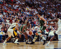 Dee Brown och Kevin McHale Boston Celtics Arkivbilder