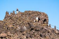 Dee Wright Observatory nos campos de lava em Oregon central fotografia de stock