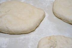 Deeg voor pizza Stock Foto's