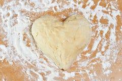 Deeg in vorm van hart royalty-vrije stock afbeeldingen