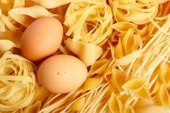 Deegwaren en eieren Stock Foto's