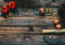 Deegwaren en tomaten Stock Foto's