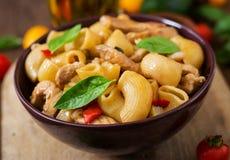 Deegwaren Gomiti Rigati met vlees en groenten Stock Foto