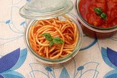 Deegwaren met een saus ot tomaten Royalty-vrije Stock Afbeelding