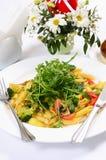 Deegwaren met groenten en salade Royalty-vrije Stock Foto