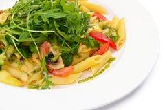 Deegwaren met groenten en salade Royalty-vrije Stock Afbeeldingen