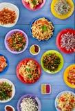 Deegwaren met groenten en saus op een tabl Royalty-vrije Stock Fotografie