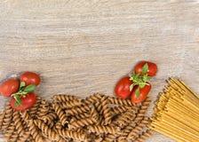 Deegwaren met tomaten stock fotografie