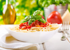 Deegwaren met tomatensaus Royalty-vrije Stock Foto's