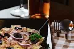 Deegwaren met tonijn Royalty-vrije Stock Afbeeldingen