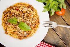 Deegwaren met vlees, tomatensaus royalty-vrije stock foto's