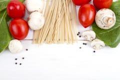 Deegwaren, tomaten, paddestoelen en peper Royalty-vrije Stock Foto