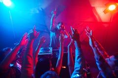 Deejay και πλήθος Στοκ Φωτογραφίες
