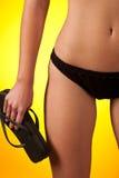 Deel dat van vrouwelijk lichaam zwarte bikini een draagt royalty-vrije stock afbeeldingen
