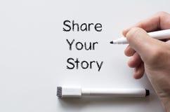 Deel uw die verhaal op whiteboard wordt geschreven royalty-vrije stock foto